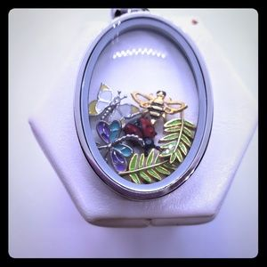 🆕️Our Magnifying Oval Locket